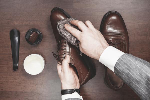 Limpeza sapatos couro
