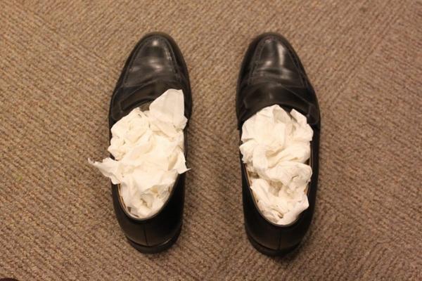 alargar sapatos pele jornal